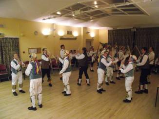 Massed dance at Icknield Ale 2015